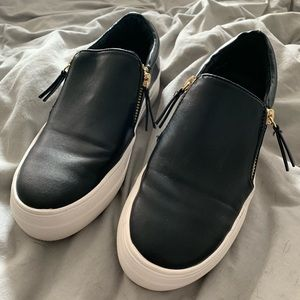 Steve Madden slip on a with zippers